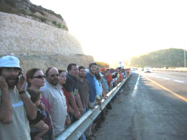 A portion of the human chain.  (Arutz Sheva)